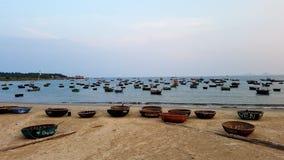 竹小船,岘港市,越南 免版税库存照片