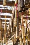 竹忠心于祝愿垂悬在Jintong驻地ar附近的词 库存照片