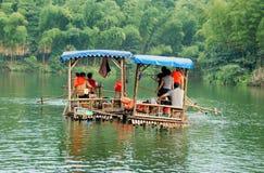 竹框瓷用筏子运送海运伊 库存照片