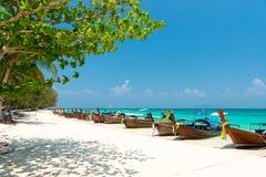 竹海岛视图,发埃发埃白色沙子海滩,泰国 免版税库存图片