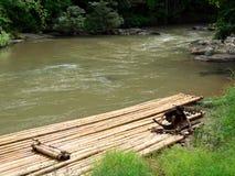竹用筏子运送 免版税库存图片