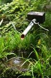 竹落的喷泉日本人水 免版税库存照片