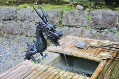 竹落的喷泉日本人水 免版税库存图片