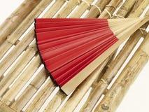 竹长凳风扇现有量红色 免版税库存照片