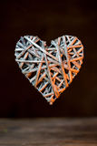 竹织法心脏形状 免版税库存照片