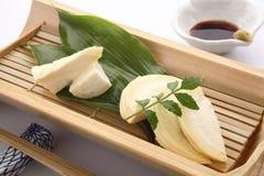 笋生鱼片用酱油和山葵,日本食物 免版税图库摄影