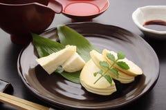 笋生鱼片用酱油和缘故,日本食物 免版税图库摄影