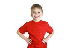 笑和看在照相机的五年的男孩 库存图片