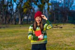 笑在红色帽子 免版税库存照片
