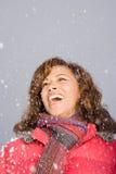 笑在雪的妇女 免版税库存照片