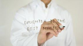 笑声是最佳的疗程,写在玻璃 免版税库存图片