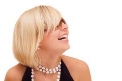 笑星期日的白肤金发的女孩玻璃 库存照片
