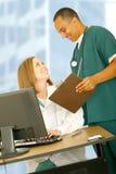笑的医疗人员时间工作 库存图片