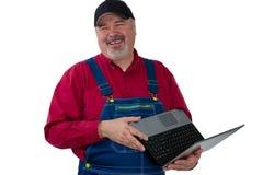 笑的和善的工作者或农夫有膝上型计算机的 库存照片