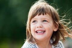 笑的女孩 免版税库存照片