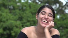 笑的女性西班牙少年 股票录像