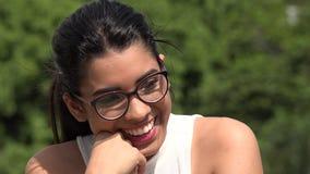 笑的女性青少年的佩带的玻璃 股票视频