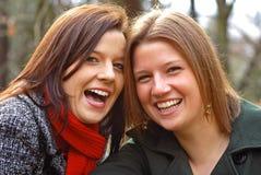 笑的姐妹 免版税图库摄影