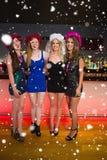 笑的朋友的综合图象有妇女的聚会在酒吧 图库摄影