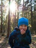 笑的男孩特写镜头 库存照片