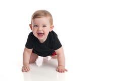 笑的男婴爬行和 免版税图库摄影