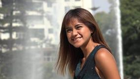 笑的秘鲁成年女性 股票录像