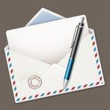 笔和信封 免版税库存照片