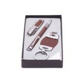 笔和小装饰品在箱子 库存图片