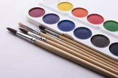 画笔和油漆 免版税库存图片