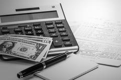 笔和笔记本,泰国钞票,储蓄存款存款簿 库存图片