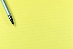 笔和纸 免版税库存图片