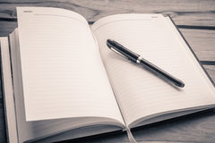 笔和记事本 免版税库存照片