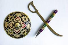 笔比剑概念强大由装饰围绕剑shie 免版税库存照片