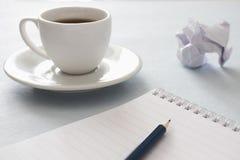 笔记本、铅笔和咖啡 免版税库存图片