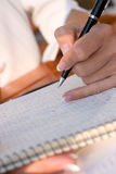 笔记本下来妇女文字 免版税库存照片