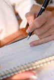 笔记本下来妇女文字 免版税库存图片