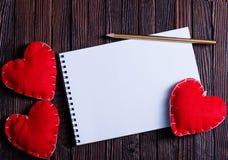 笔记本和心脏 免版税库存图片