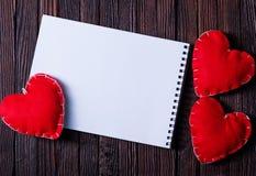 笔记本和心脏 免版税图库摄影