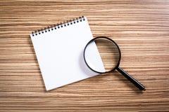 笔记本和放大器 免版税库存照片