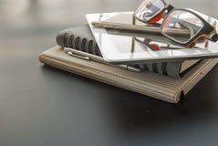 笔记本和片剂工作的 免版税库存照片