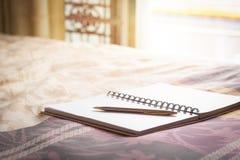 笔记本和笔 免版税库存照片