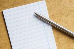 笔记本和笔 免版税图库摄影