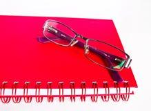 笔记本和镜片。 免版税库存图片