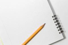 笔记本和黄色铅笔在白色背景 库存图片