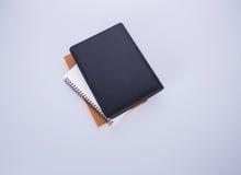 笔记本或黑皮革笔记本在blackground 免版税库存照片