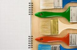 笔记本油漆刷木头 库存图片