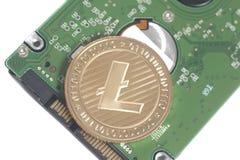 笔记本的计算机硬盘驱动器硬盘驱动器有Litecoin的 库存照片