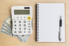笔记本计算器现金顶视图  免版税库存图片