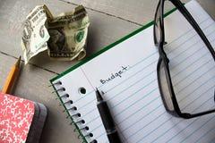 笔记本玻璃批评美元预算 免版税库存图片