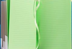 笔记本绿色开放板料  免版税库存图片